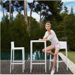 Lotto 1 tavolo alto con 2 sgabelli alti Vondom Spritz bianco