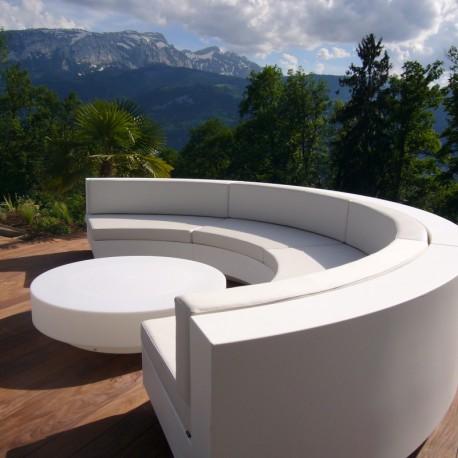 Weiße Silbertex-Sofa-Kurve Vela Vondom mit Couchtisch gesetzt