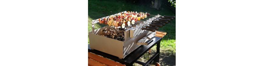 Barbecue e Grills con legno e carbone